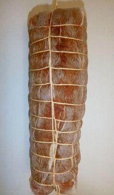 1 Bondiola de cerdo de aproximadamente 1,5 kg   Sal gruesa para cubrir la bondiola, aproximadamente 1,5 kg   Orégano o tomillo a gust...