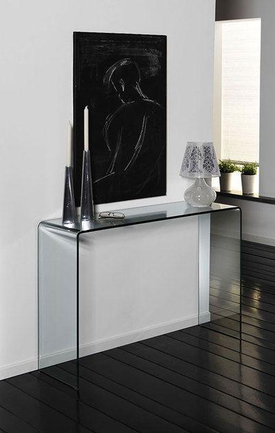Découvrez la console en verre trempé design YALINE qui sera parfaite pour relooker votre hall d'entrée ! Bénéficiez de sa grande stabilité !