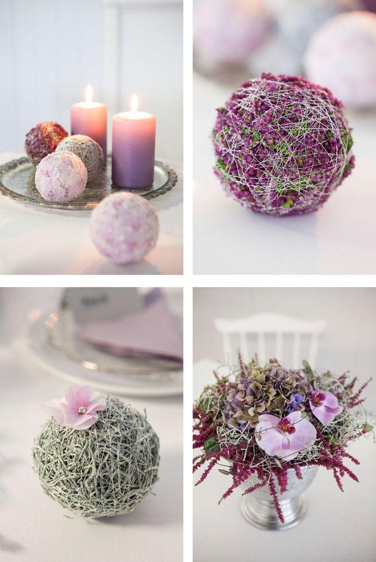 En borddekorasjon i rosa . Oasis dekorert med mose, vikletråd, høstlyng og orkide
