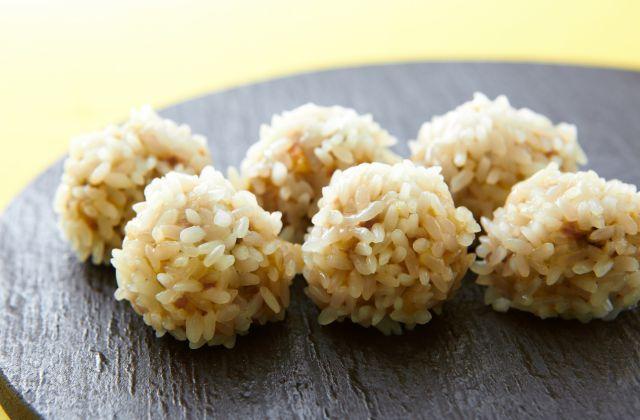 「蒸し上げると真珠のように美しい」ことからその名が付いた、中華の点心。もち米をまとわせて蒸すのは家庭では珍しいレシピかもしれませんが、皮に包む必要がないので実はラク。蒸…