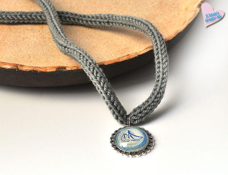 Halskette aus Strick mit Cabochonanhänger von ♥ Djdodo's+Kreativ-Mix ♥ auf DaWanda.com