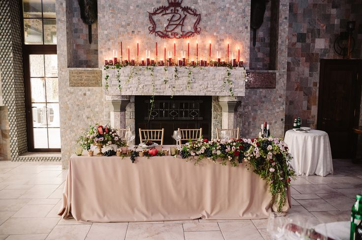 Table of groom and bride in Marsala with flowers and candles