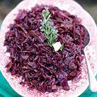 Een heerlijk recept: Jamie Oliver: rodekool met krokante spekjes en rozemarijn