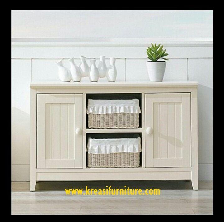 Baby Tafel Duco 2 pintu merupakan baby tafel bergaya minimalis dengan finishing duco putih yang membuat furniture ini tampak bersih dan mewah