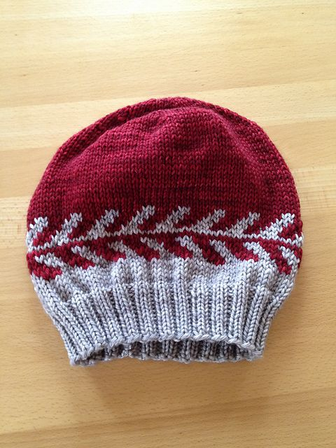 Arrows Abound Hat by Melynda Bernardi, knitted by maexchen | malabrigo Rios in Pearl and Cereza