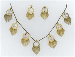 Parures et bijoux des musées nationaux de Malmaison et du palais de Compiègne, notice - Demi-parure pour La Belle Hélène (collier et boucles d'oreilles)
