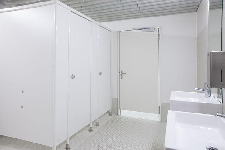 Cabine e pareti divisorie Erwil per docce, wc e spogliatoi