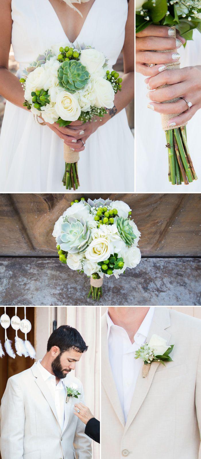Brautstrauß und Anstecker in Weiß mit Sukkulenten Bilder: © Taylored Photo Memories