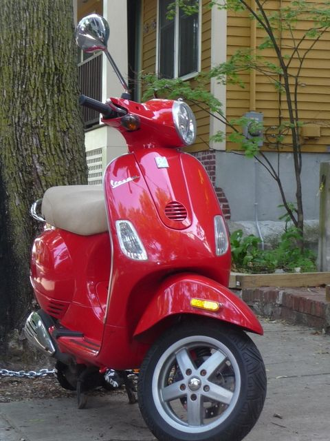 Vespa Red 300 GTS Super