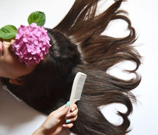 Usare shampoo e trattamenti adatti è importante, ma, è altrettanto importante possedere gli accessori e gli strument giusti per la cura dei tuoi capelli. Tra questi, il pettine è indispensabile. Materiali, denti... Trova quello che fa per te!  janeke , spazzola, hair, heart hair,