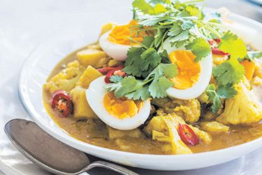 Egg, potato and cauliflower curry recipe, Bite – Eggs truly are an incredible food. I guess it makes sense that something containing everything needed to create new life will have an abundance of important nutrients. Eggs are a complete source of protein, meaning they contain all 20 amino acids needed to build body tissue. They also contain calcium, B vitamins including B12, and vitamin A. These nutrients, along with fat and cholesterol, are mainly contained to the yolks, whereas the white…