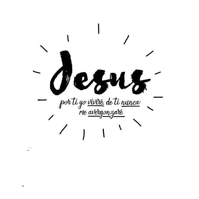 Hebreos 7:26-27 Porque tal sumo sacerdote nos convenía: santo, inocente, sin mancha, apartado de los pecadores, y hecho más sublime que los cielos; que no tiene necesidad cada día, como aquellos sumos sacerdotes, de ofrecer primero sacrificios por sus propios pecados, y luego por los del pueblo; porque esto lo hizo una vez para siempre, ofreciéndose a sí mismo.♔
