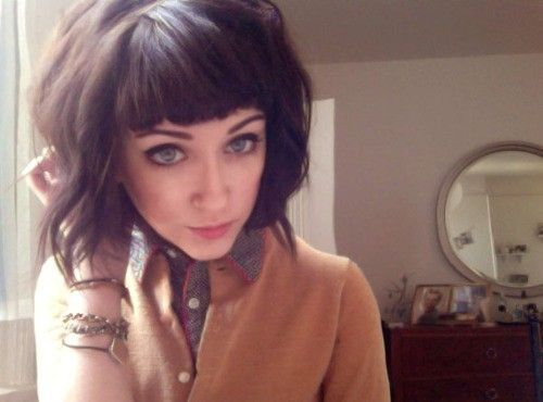 I could never cut my hair so short, but this is so cute!