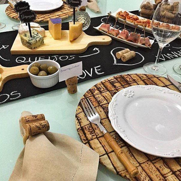 En güzel mutfak paylaşımları için kanalımıza abone olunuz. http://www.kadinika.com Meninas amadas que querem uma mesa charmosa assim como a da nossa cliente @mayanagalvao : Recebemos o tecido rolha para confecção de capa de sousplat e os trilhos de escrever #chalkboard Tb estão disponíveis!!! Entre em contato conosco através do poenamesadecor@hotmail.com  Enviamos para todo o Brasil!!!