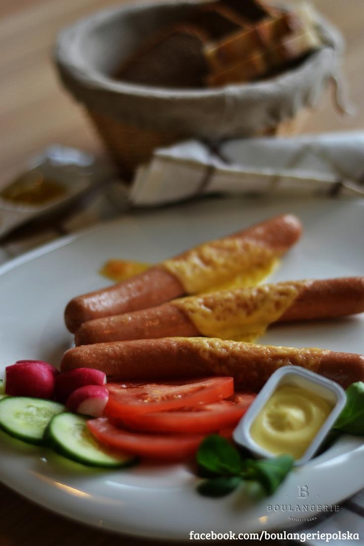 Parówki z pieca (3 szt.)- warzywa, pieczywo, masło, sosy. 8 zł