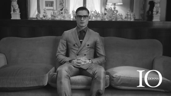 """Nieśmiertelna klasyka jest czymś, co sprawdza się zawsze. Udowadniają to autorzy modowego filmu """"A Single Man"""" – Marco Adamo Graziosi i Maria Host-Ivessich. Sprawdźcie wideo na www.soPerlage.com!  http://soperlage.com/klasyczny-mezczyzna-w-modowym-filmie"""