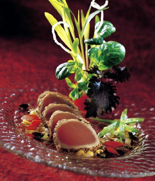 tataki de boeuf à l'huile de sésame | 600 g de filet de thon frais 60 ml de graines de sésame 30 ml d'huile ...