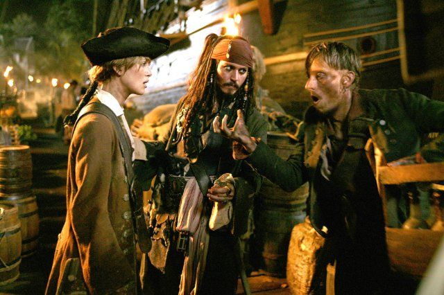 Still of Johnny Depp, Mackenzie Crook and Keira Knightley in Pirates of the Caribbean: Dead Man's Chest