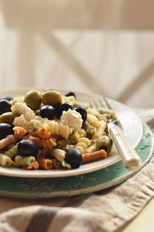 Fetás-olívabogyós tésztasaláta