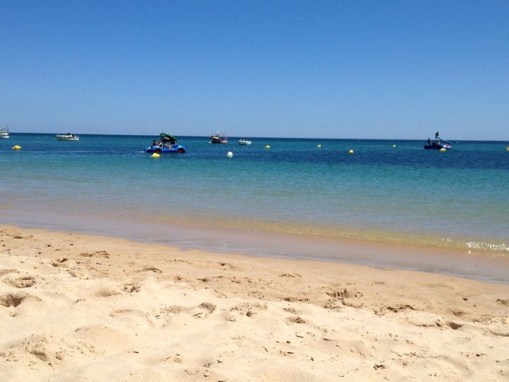 Praia da Salema em Salema, Faro