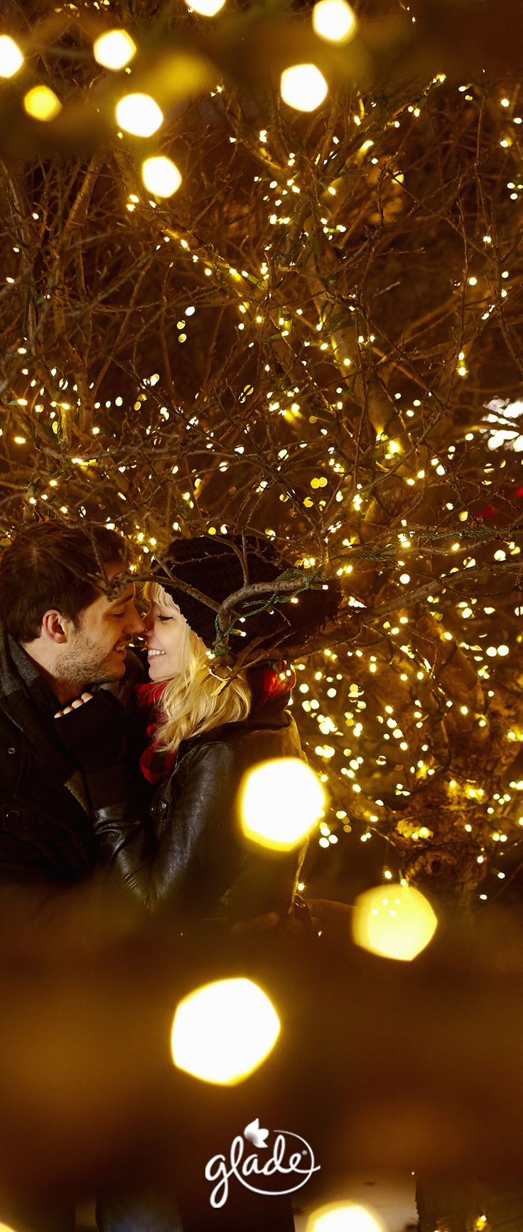 Twinkling lights. Mittened hands holding warm apple cider. A special moment between just the two of you. Choose the brightest feeling of them all with our Cherish the Present scent. Feel Joy. Feel Glade.