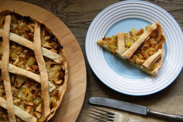 Wytrawna tarta z porem, jabłkiem i ziemniaczkiem