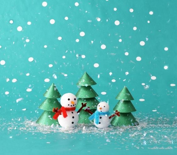 Fun, festive, DIY Christmas craft ideas for kids and adults, just in time for the holiday season.