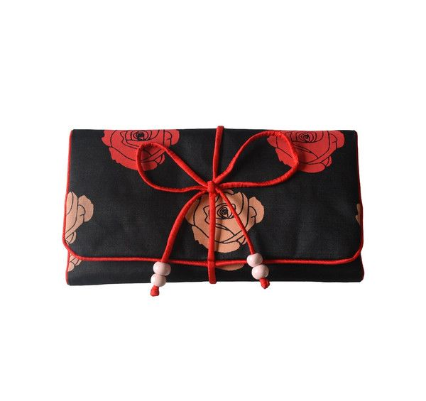 Protect precious jewellery when travelling or on-the-go. Made from hand-woven 100% pure silk this extra large padded jewellery roll is ideal for longer trips.