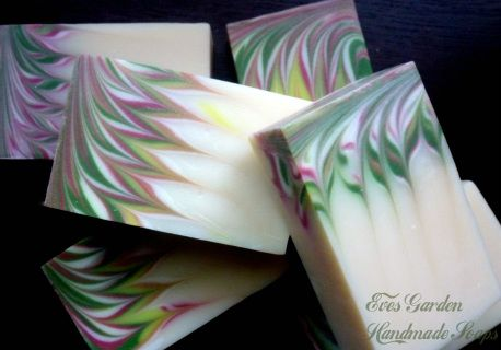 These are lovely designed soaps with a heady, wake-up fragrance of grapefruit…