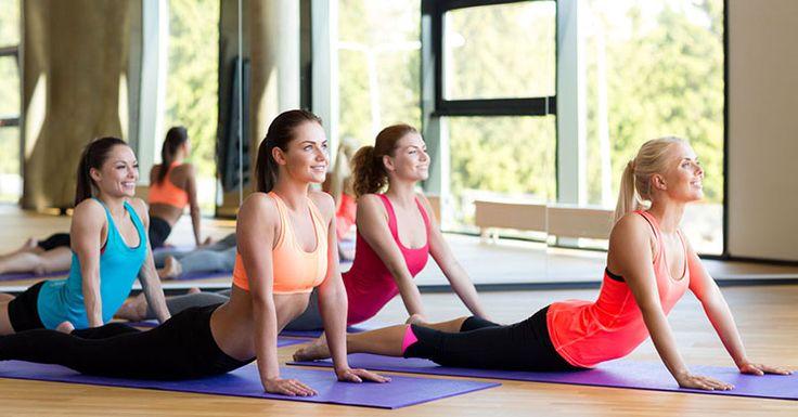 Plages du med ryggen? Her er 5 Yogaøvelser som kan hjelpe deg med å øke bevegeligheten i ryggen og redusere ryggsmerter. Del gjerne med en med ryggplager.