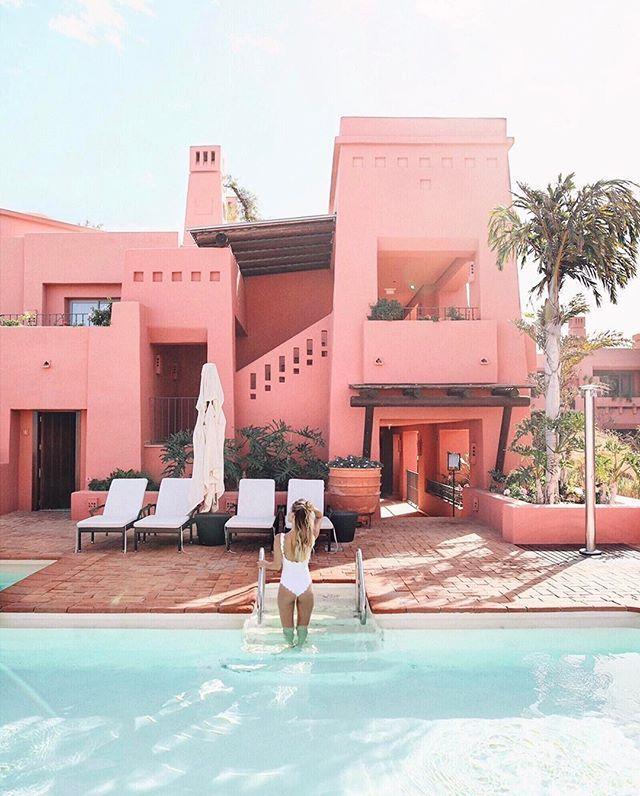 Splish splash to fight the surprisingly hot temperatures on Tenerife. 🐬 @ritzcarlton #RCMemories #Tenerife #pink #beautifulhotels