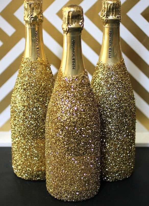 These glitter champagne bottles are essential for a great gatsby party !