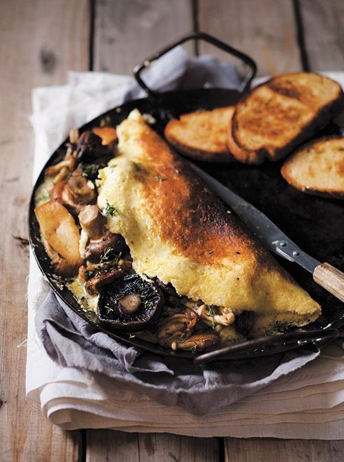 Mushroom and parmesan omelette / Omelet met sampioen-en-parmesaan-vulsel