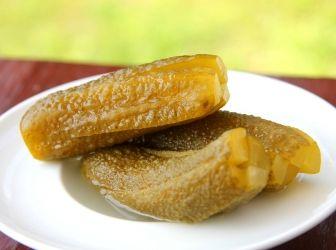 Klasszikus kovászos uborka recept: Az egyik legfinomabb és legegyszerűbben elkészíhető savanyúság a kovászos uborka. Ne költs nyáron a bolti vackokra, készítsd el magad! ;)