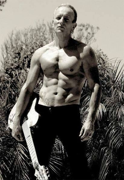 Jeez....incredible!   he has a body thats just yummmmy
