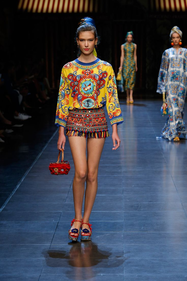dolce-and-gabbana-summer-2016-women-fashion-show-runway-39