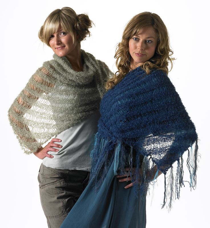 Eksa - scarf with drop stitch and fringes.