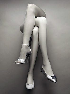 we have mannequin legs similiar to this like this at www.MannequinMadness.com. We have crossed hosiery legs and single legs that you can combine to make this display.