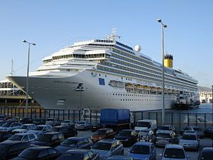 Το Costa Concordia πλευρισμένο στον Πειραιά. 30/11/2006. Βυθίστηκε στις 13/01/2012, ανελκύστηκε το 2014 και διαλύθηκε το 2015.