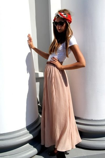 Skirt and tee: Head Scarfs, Fashion, Head Wraps, Headscarf, Style, Maxiskirt, Long Skirts, Pleated Skirts, Maxi Skirts