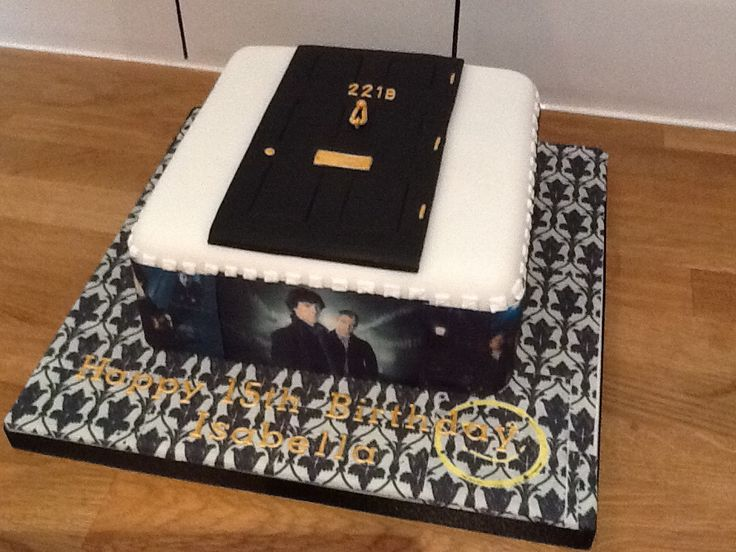 Sherlock cake #Sherlock #BenedictCumberbatch #MartinFreeman www.thelastcrumb.co.uk