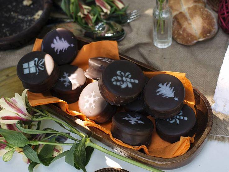 Alfajores artesanales con manjar, manjar coco, nutella, frambuesa y brandy...