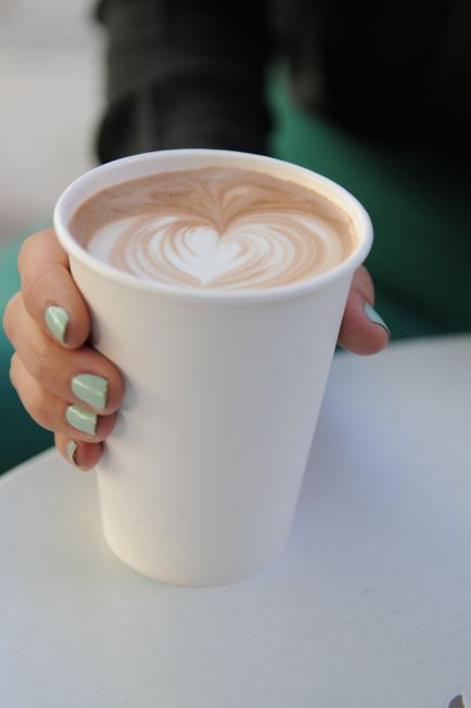 coffee and mint green nails = wonderfulness.