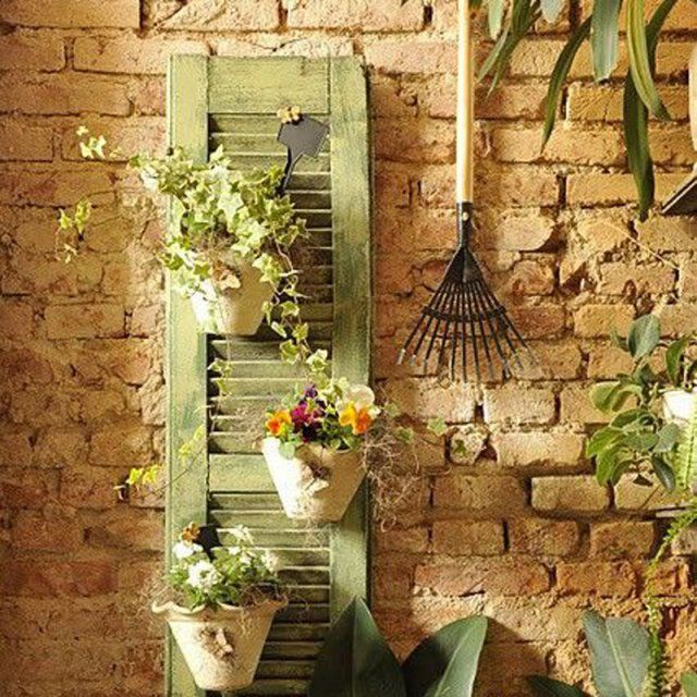 DIY terrace / Une persienne comme mur végétal / DIY pour suspendre ses plantes sur la terrasse
