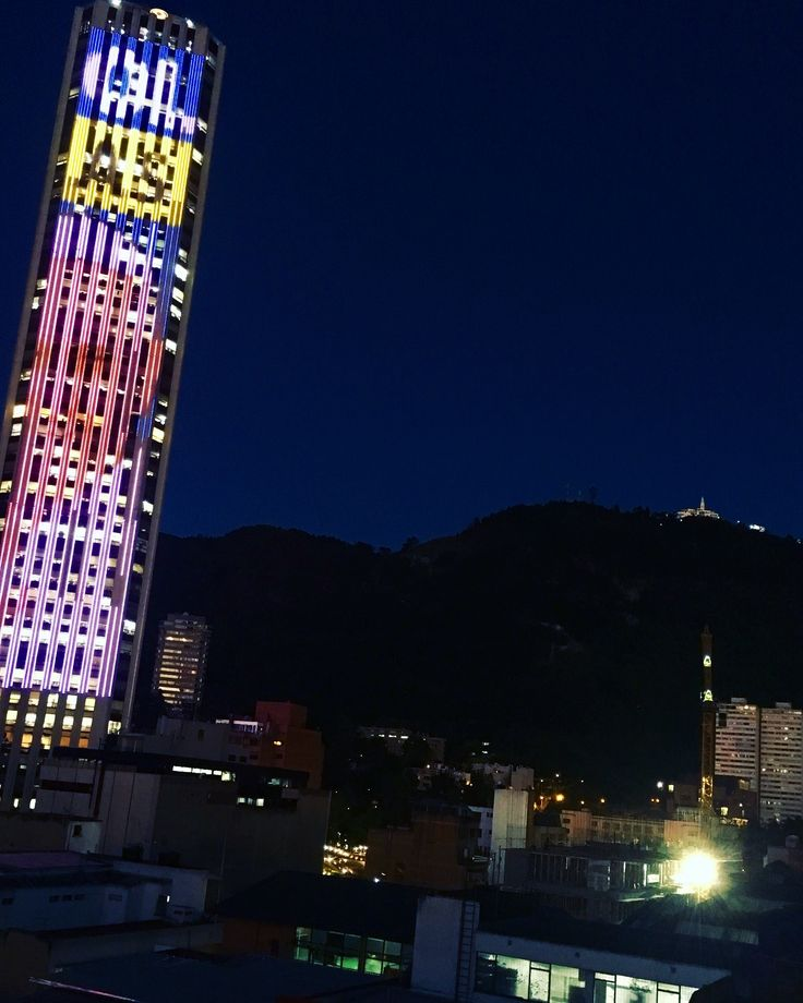 Torre Colpatria y Monserrate (Bogotá-Colombia).