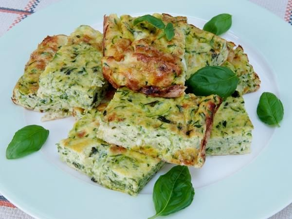 #meatfreemonday #frittata #eggs #vegetarian #cooking #recipe #courgette  #midweekmeals #healthy #healthyrecipe