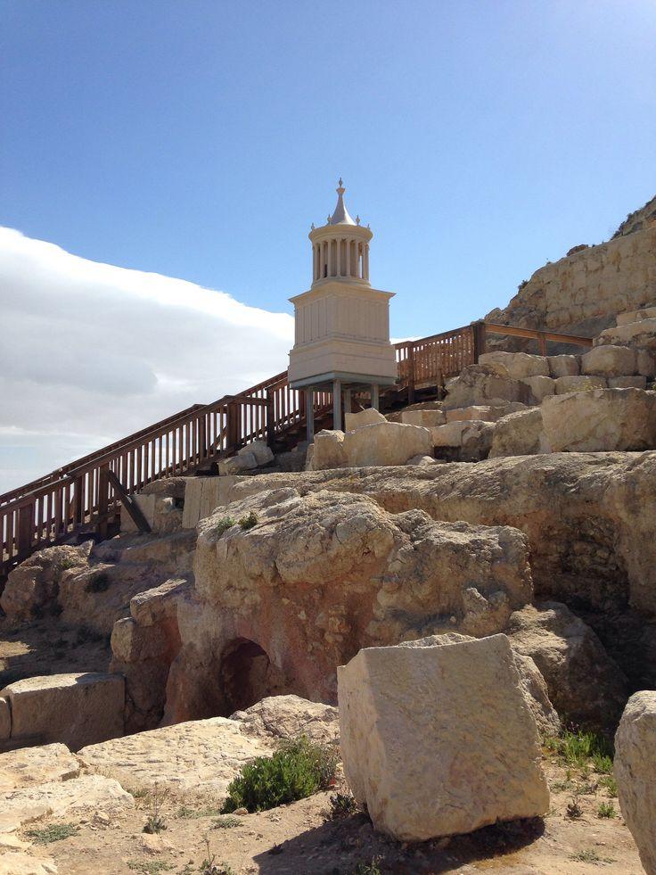 https://flic.kr/p/rz2pKZ | Monumento funebre di Erode il grande (ricostruzione in scala) | Fortezza dell'Herodion nei pressi di Betlemme. Gli scavi degli archeologi israeliani hanno riportato alla luce quel che restava del Monumento funebre che Erode aveva preparato per se.