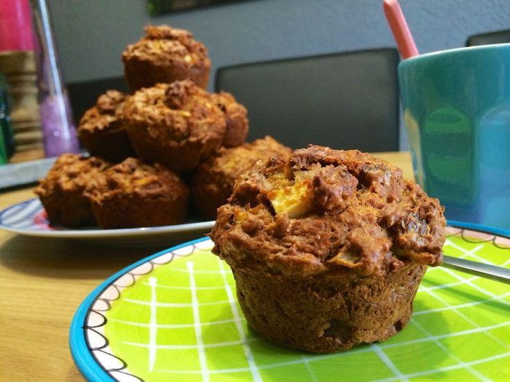 Een muffin is een licht gezoet klein broodje of cakeje en worden normaal gegeten bij het ontbijt of bij de thee. Ze bestaan in vele variaties, zoals onder andere met fruit, bessen en chocolade. Ze kunnen ook versierd worden met glazuur. Uiteraard zijn er ook zoute varianten, waarbij geen suiker aan het deeg is toegevoegd, worden soms gevuld met groente. De Morning Glory Muffin is een echte ontbijt muffin die je in Amerika veelvuldig in de voormiddag kunt eten in vele bars en restaurants.
