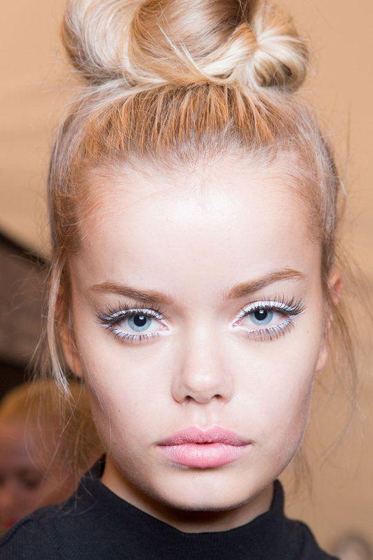 Eye liner blanc, lèvres nude - white eye liner, nude lipstick