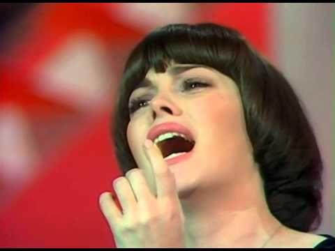 ▶ ミレイユ・マチュー A quoi tu penses Mireille Mathieu - YouTube